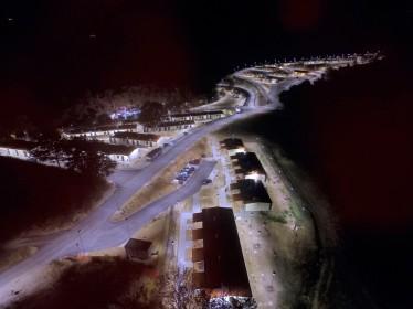 Aerofoto notturna di un aggregato